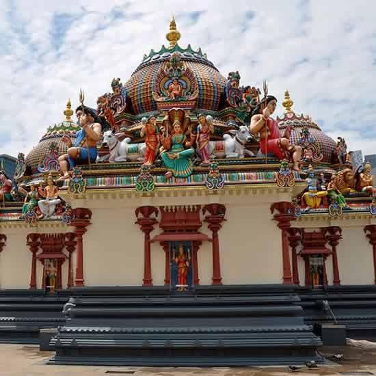 Sri Mariamman Temple is Singapore's oldest & biggest Hindu temple