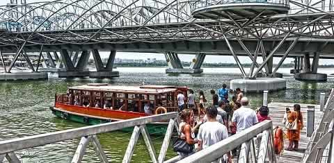 Boat ride and boat tour on Singapore River.
