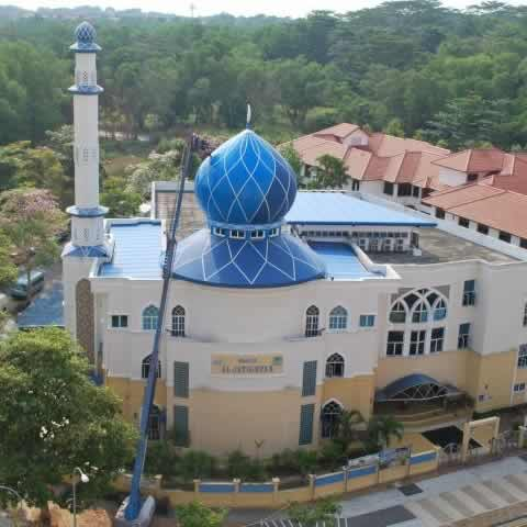 Singapore's Al-Istighfar Mosque has a lively blue dome