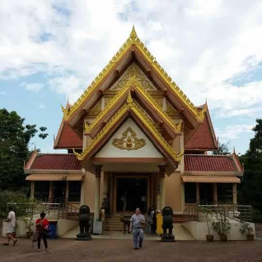Singapore's Palelai Buddhist Temple (Wat Palelai)